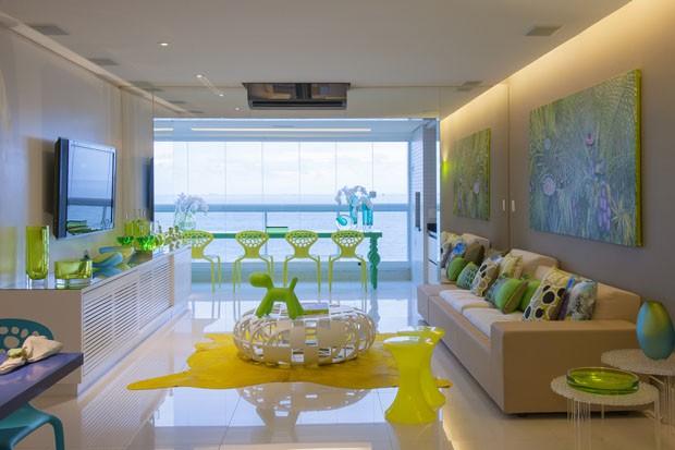 decoracao de apartamentos pequenos na praia:Explosão de cores no apartamento de praia