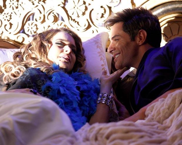 Chayene dormindo com Fabian? Só em sonho mesmo (Foto: Cheias de Charme / TV Globo)