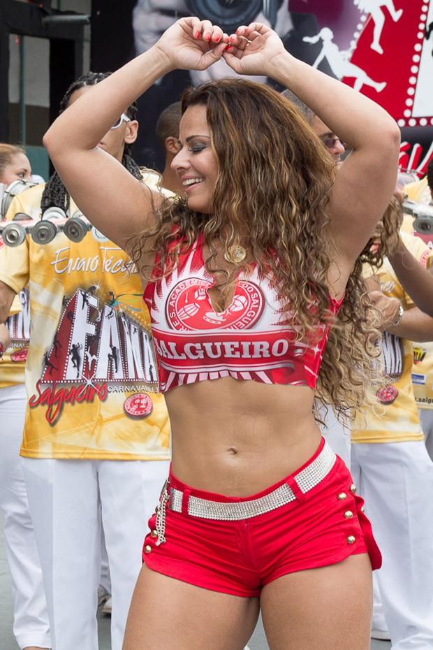 Viviane Araújo na apresentação do Salgueiro (Foto: Alex Nunes/Divulgação)