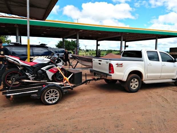 Moto esportiva e caminhonete também foram apreendidas (Foto: Polícia Federal)