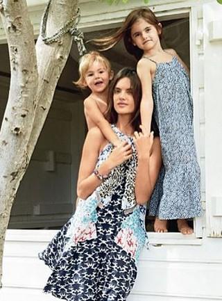 Alessandra Ambrósio, de 34 anos, com a filha Anja, de 7 anos, e Noah, de 3 anos (Foto: Reprodução do Instagram)