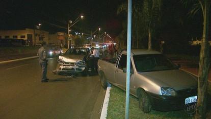 Van, moto e 5 carros se envolvem em engavetamento em Ribeirão Preto, SP