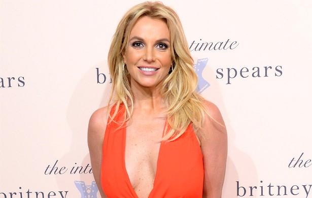 Recentemente, a princesinha do pop foi ao talk show de Jimmy Fallon participar de uma brincadeira em que se inscrevia no aplicativo Tinder. Mas essa não foi a primeira vez que a cantora recorreu à internet para se dar bem na paquera. Após terminar com Jason Trawick, em janeiro de 2013, Britney Spears tentou marcar encontros por meio da web, na busca por um novo companheiro. (Foto: Getty Images)