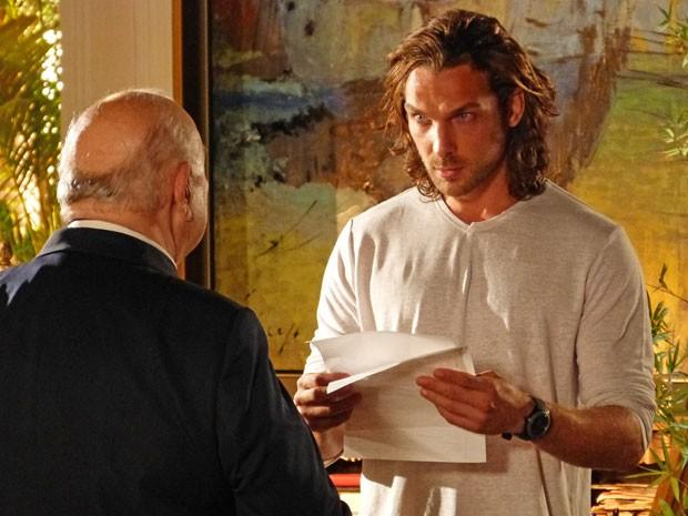 Alberto acha que Cassiano está morto e recebe ameaça de Dom Rafael (Foto: Flor do Caribe / TV Globo)