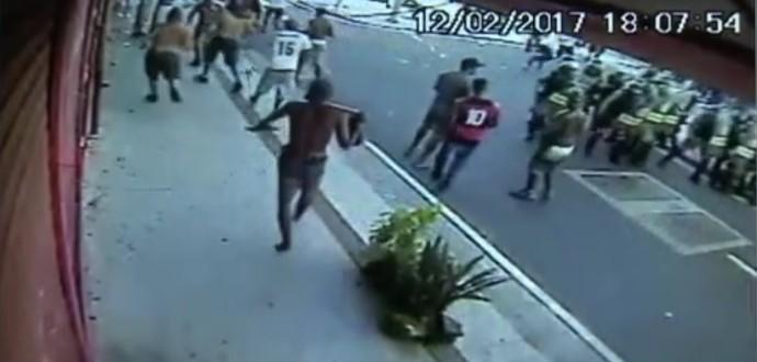 Violência marca clássico entre Botafogo e Flamengo (Foto: Reprodução SporTV)