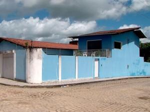 Casa onde quarto pegou fogo e matou idoso asfixiado (Foto: Reprodução/TV Santa Cruz)