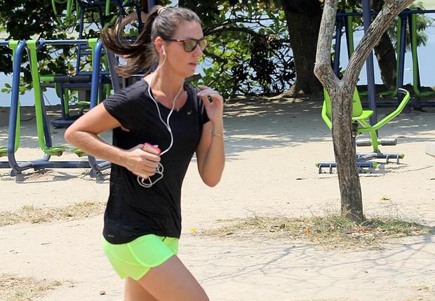 Glenda Kozlowski corre na Lagoa Rodrigo de Freitas (Foto: JC Pereira/Ag news)