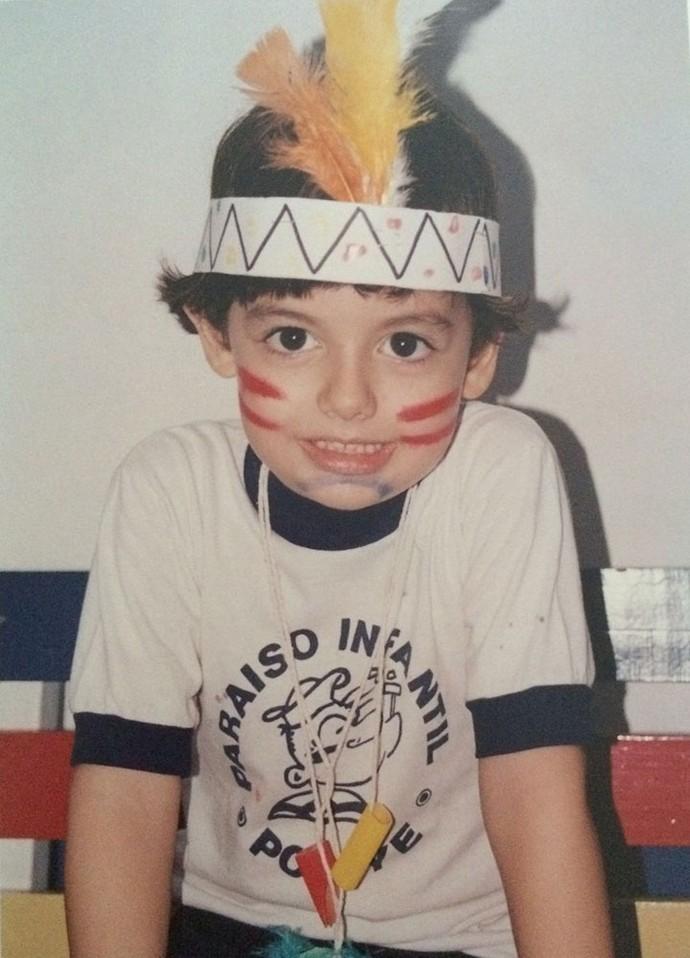 Gabriel Borgongino fo-fo de índio na escola (Foto: Arquivo pessoal)