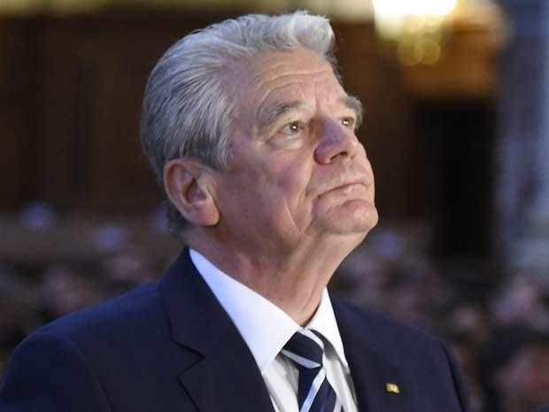 Joachim Gauck, presidente da Alemanha, participa de cerimônia em homenagem às vítimas do genocídio armênio nesta sexta-feira (23) em Berlim (Foto: AFP PHOTO / TOBIAS SCHWARZ)