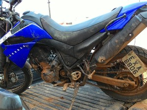 A moto usado pela dupla durante o assalto foi apreendida pelos policiais. (Foto: Evisson Borges/Arquivo Pessoal)