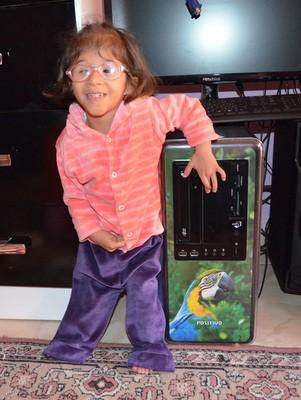 Até os três anos a menina e a mãe 'viviam' debtro de hospital. (Foto: Fernanda Zanetti/G1)