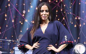 Direto do México, Anitta escolhe look transpassado para desembarcar no Música Boa Ao Vivo