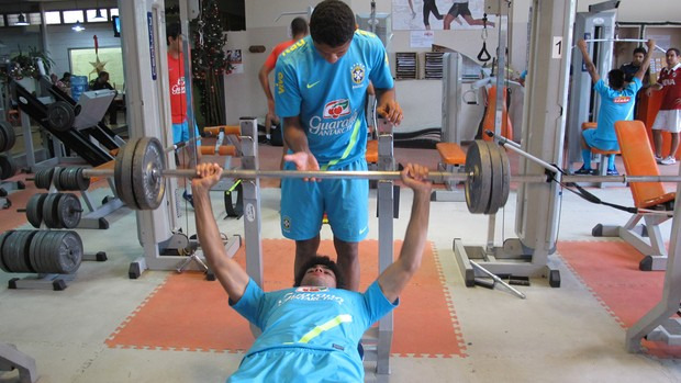 Bruno Mendes seleção brasil sub-20 treino (Foto: Marcelo Baltar / Globoesporte.com)