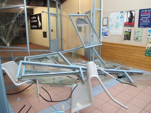 Impacto provocou danos entre 10 mil e 20 mil dólares neozelandeses (entre R$ 25,5 mil e R$ 51 mil) na delegacia (Foto: New Zealand Police)