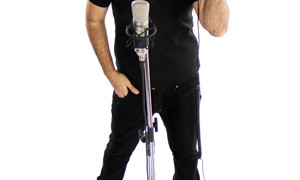 Cantor brasileiro de 'eletronejo' vira hit na França: 'Produzo para exportar'