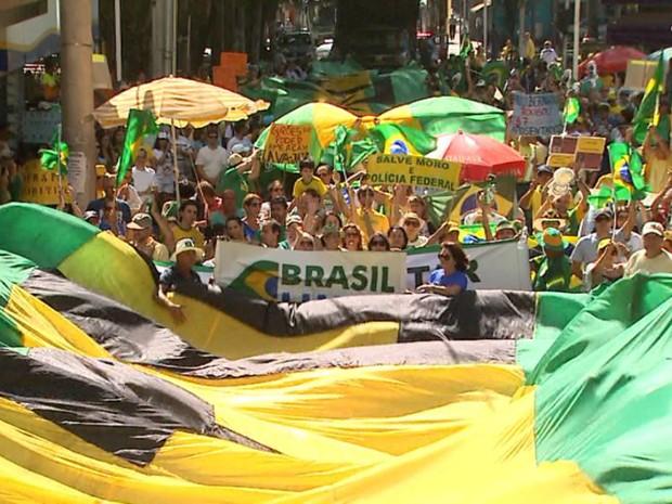 Grupo saiu às ruas em Ribeirão Preto para apoiar o impeachment da presidente afastada Dilma Rousseff (Foto: Reprodução/EPTV)