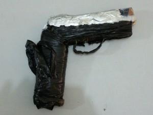 Arma artesanal foi usada para render policiais e agentes na fuga (Foto: Divulgação/Polícia Civil)