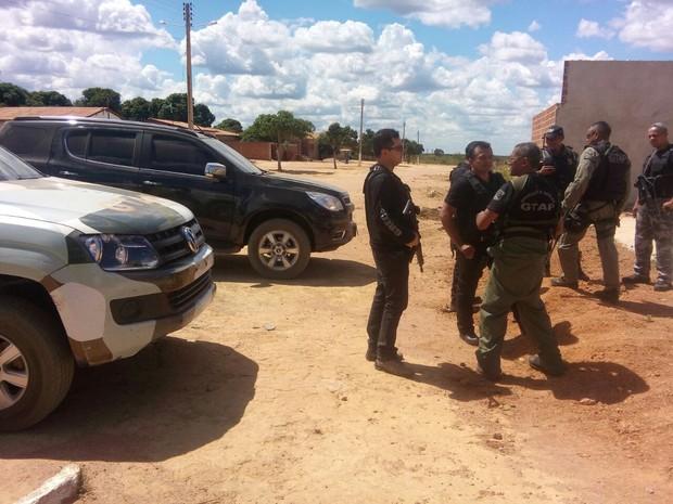 Equipes das Polícias Civil, Militar e GTAP continuam na região em busca dos criminosos (Foto: Divlgação/Polícia Civil)