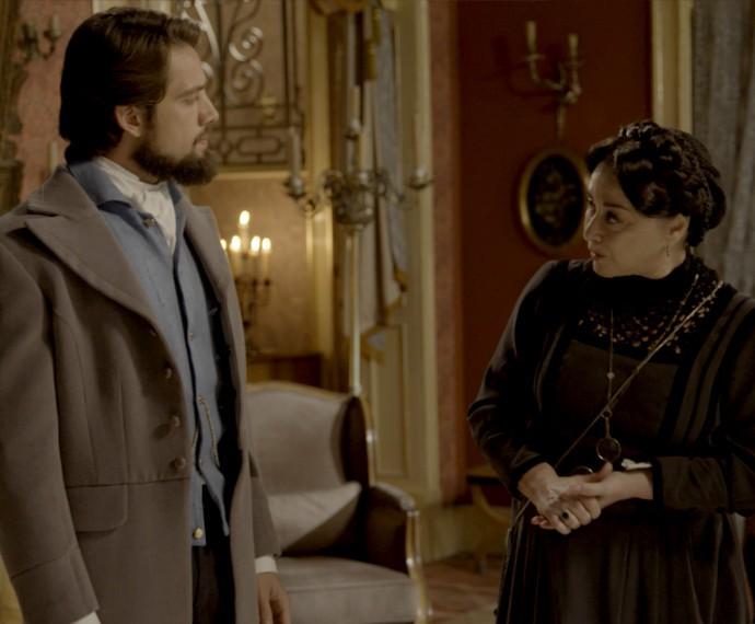 Zilda avisa a Felipe que Vitória está almoçando (Foto: TV Globo)