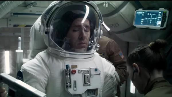 Ryan Reynolds em cena do trailer de 'Life' (Foto: Reprodução)