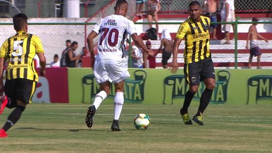De olho em vaga no Flu, Richarlison conquista Abel com gols e atitude