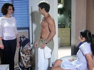 Alejandro fica com cara de tacho diante de de Lygia  (Foto: Cheias de Charme / TV Globo)