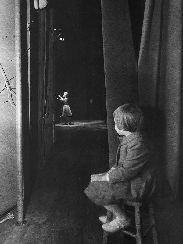 Clique mostra Carrie Fisher e a mãe, Debbie Reynolds, em 1963 (Foto: Reprodução)