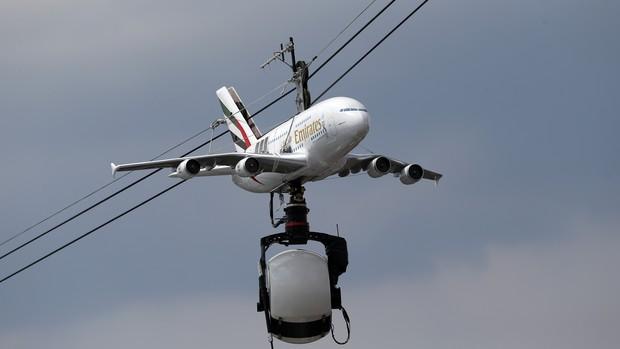 Avião câmera Roland Garros (Foto: AP)