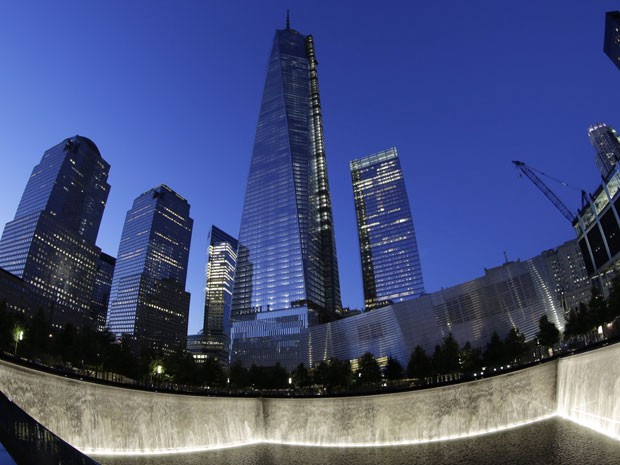 No centro, o arranha-céu One World Trade Center, considerado o prédio mais alto do hemisfério ocidental (Foto: Mark Lennihan/AP Photo)