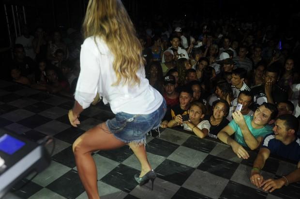 Furacão da CPI, Denise Rocha, dançando no Castelo das Pedras (Foto: Divulgação)