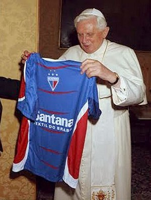 bento XVI papa camisa fortaleza (Foto: Divulgação)