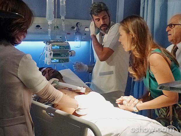 Ninho revela o paradeiro de Aline para Paloma (Foto: Amor à Vida/TV Globo)