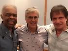 Roberto Carlos recebe Gilberto Gil e Caetano Veloso em ensaio de especial