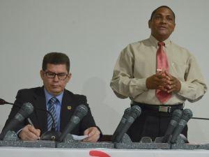Deputado Jory Oeiras (à esquerda) e o presidente do Sinter-AP, José Maria (Foto: Jorge Abreu/Rede Amazônica)