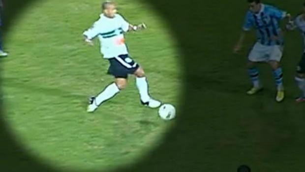 Sérgio Manoel sofre uma entorse e desfalca o Coritiba (Foto: Reprodução / SPORTV)
