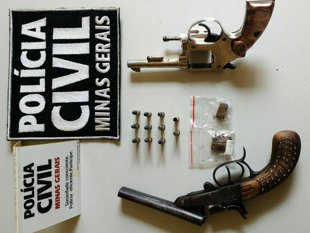 Armas apreendidas pela Polícia Civil com os dois jovens (Foto: Polícia Civil/Divulgação)