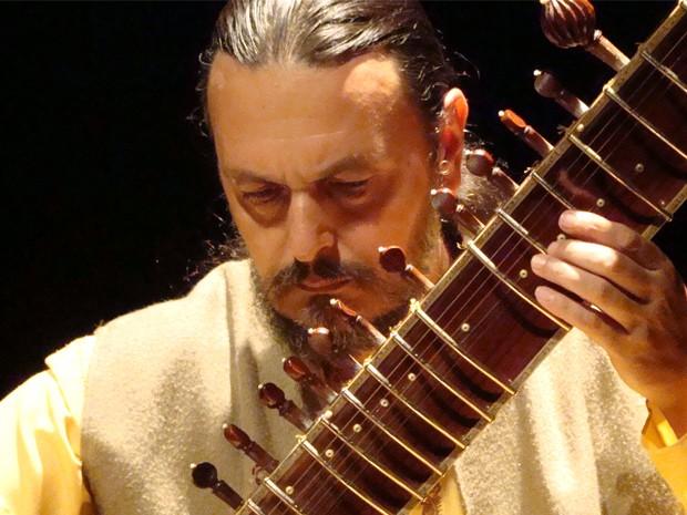 Música indicana é apresentada em Poços de Caldas (Foto: Bibi Rodriguez/ Casa dos Bonecos)