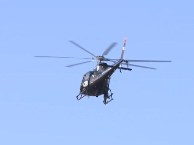 Helicóptero orienta equipes de terra da Polícia Civil (Foto: Reprodução/TV Mirante)
