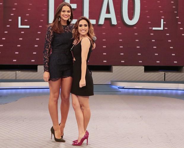 Bruna Marquezine tem 1,70m e Tatá Werneck tem 1,52m: a diferença é de 18cm! (Foto: Felipe Monteiro / Gshow)