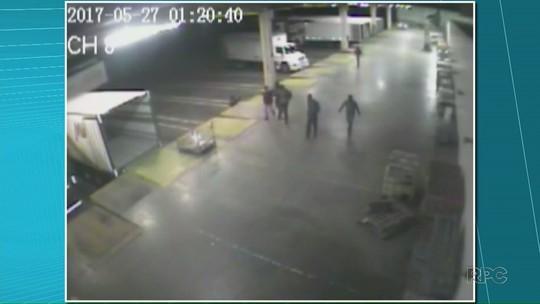 Assaltantes roubam três caminhões de supermercado de Cambé e causam prejuízo de R$ 500 mil