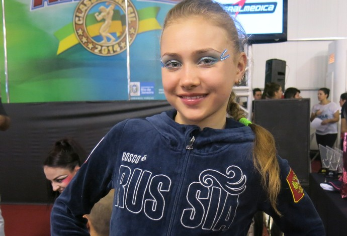 """Olga Trifanova, a russa de 11 anos, impressiona no pole dance - """"Força Bruta"""" (Foto: Carol Fontes)"""