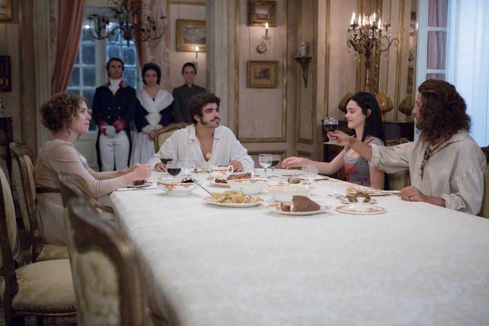 Joaquim aproveita para convidar Leopoldina e Pedro para serem os padrinhos de seu casamento (Foto: Ellen Soares/Gshow)