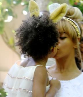 Beyoncé e a filha, Blue Ivy (Foto: Reprodução/iam.beyonce.com)