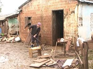Moradores de Itaqui ainda contabilizam prejuízos no RS (Foto: Reprodução/RBS TV)