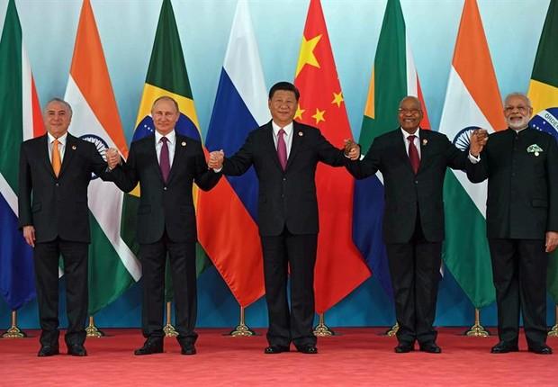 Os presidentes do Brasil, Michel Temer; Rússia, Vladimir Putin; China, Xi Jinping; África do Sul, Jacob Zuma, e o primeiro-ministro da Índia, Narendra Modi, durante a Cúpula dos Brics (Foto:  MIKHAIL METZEL/EFE)