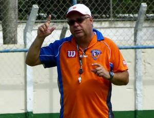Josué Teixeira, ex-técnico do Duque de Caxias (Foto: Vitor Costa)