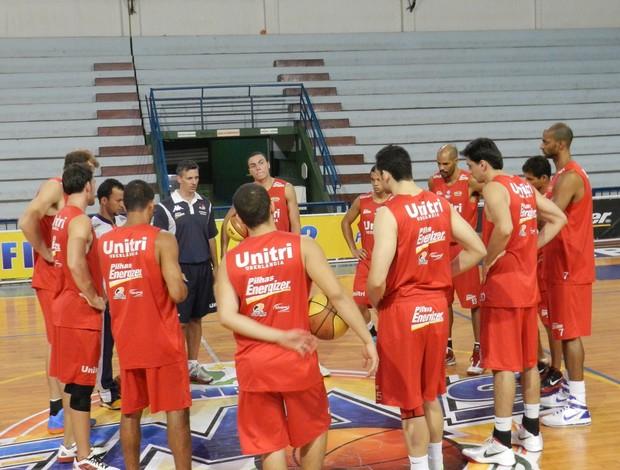 Treino do basquete de Uberlândia, antes das quartas de final (Foto: Felipe Santos)