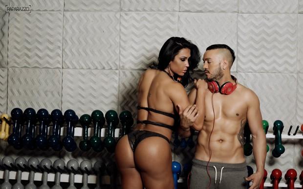 Belo e Gracyanne Barbosa posam para o Paparazzo (Foto: Marcos Serra Lima / Paparazzo)