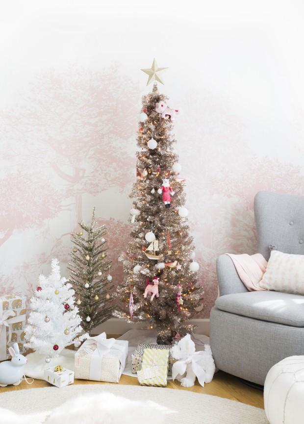 Décor do dia: árvore de Natal rose gold com unicórnios (Foto: reprodução)