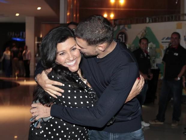 Cauã Reymond e Regina Casé (Foto: Celso Tavares / EGO)